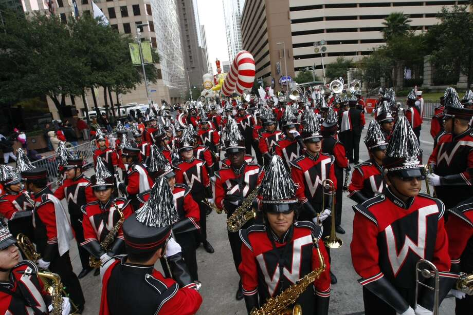 Participants line up along Smith Street as they prepare for the Thanksgiving Parade. Photo: Cody Duty, Houston Chronicle