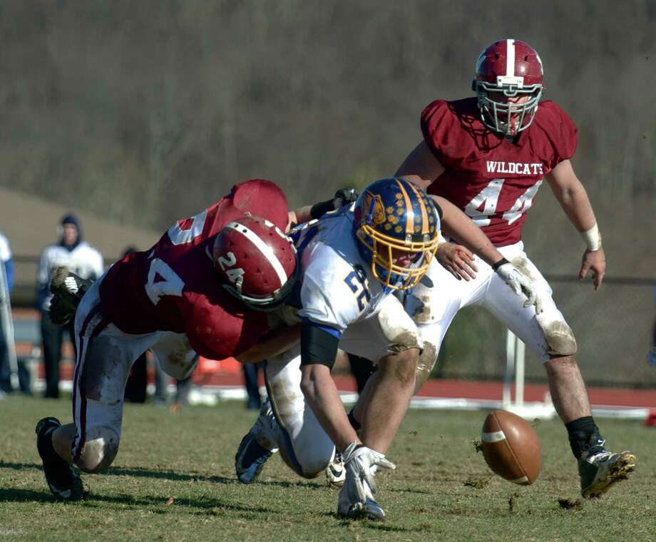 SWC Thanksgiving day football action, Brookfield High School at Bethel High School, Bethel Conn, on Thursday, November 28, 2013. Photo: H John Voorhees III / The News-Times Freelance