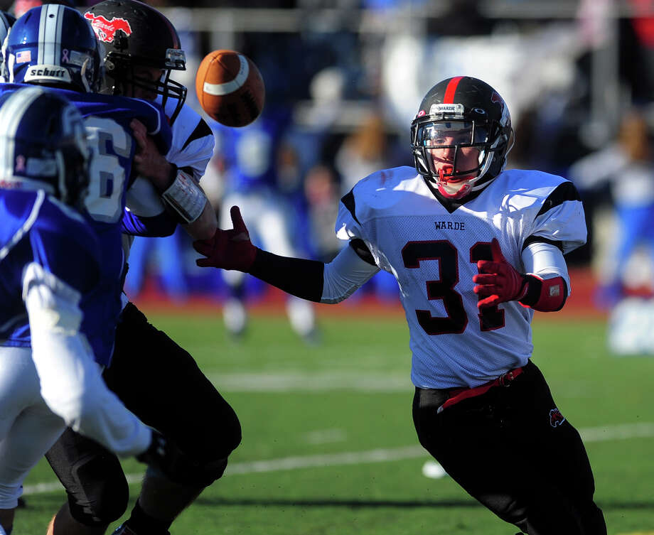 Thanksgivig Day football action between Fairfield Ludlowe and Fairfield Warde in Fairfield, Conn. on Thursday November 28, 2013. Photo: Christian Abraham / Connecticut Post