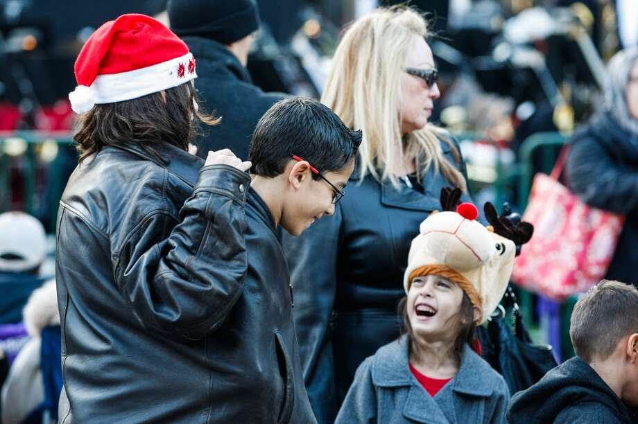 At left, Angelica, 13, Julian, 11, and Gabriella Basile, 5 at the Uptown Lighting in Houston on Thanksgiving Day, Nov. 28, 2013. Photo: Johnny Hanson, Houston Chronicle