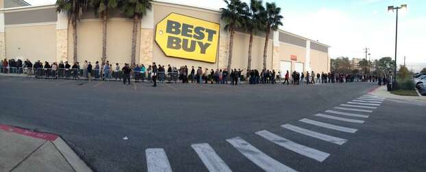 San Antonians line up to get into the Best Buy store at The Rim Shopping Center on Thanksgiving Day afternoon, Nov. 28, 2013. Photo: Vianna Davila / San Antonio Express-News