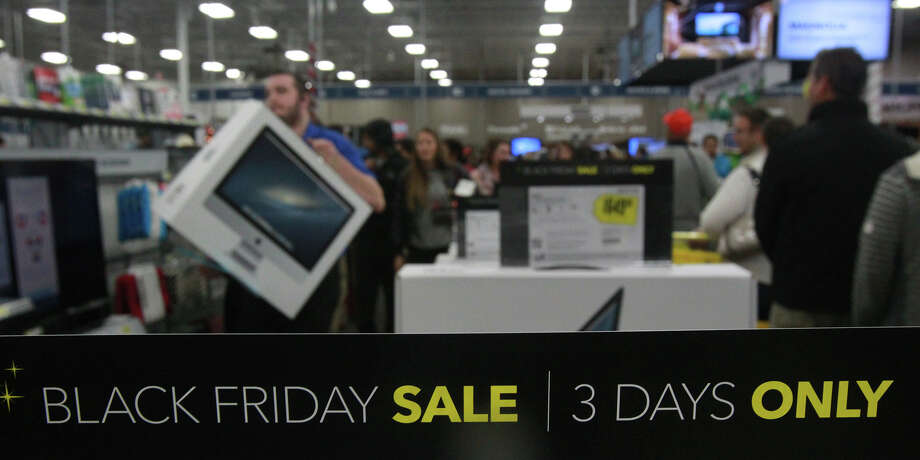 Shoppers line up for products at Best Buy at the Rim Thursday Thanksgiving November 28, 2013. Photo: JOHN DAVENPORT, San Antonio Express-News / ©San Antonio Express-News/Photo may be sold to the public