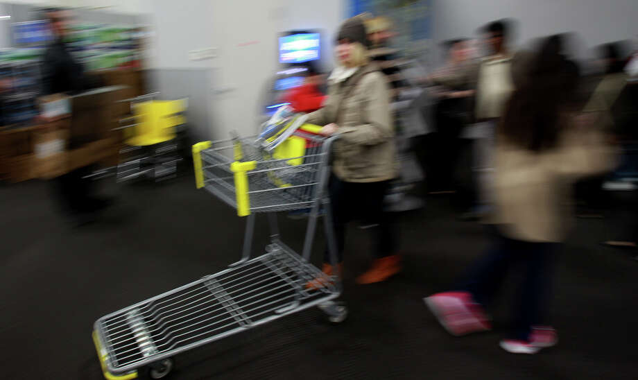 Shoppers rush into the Best Buy store at the Rim shopping center Thanksgiving night 2013. Photo: JOHN DAVENPORT, San Antonio Express-News / ©San Antonio Express-News/Photo may be sold to the public