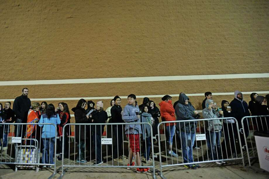 A line of people stand outside of Target waiting for their doors to open at 8 p.m., Thanksgiving Day. Michael Rivera/@michaelrivera88