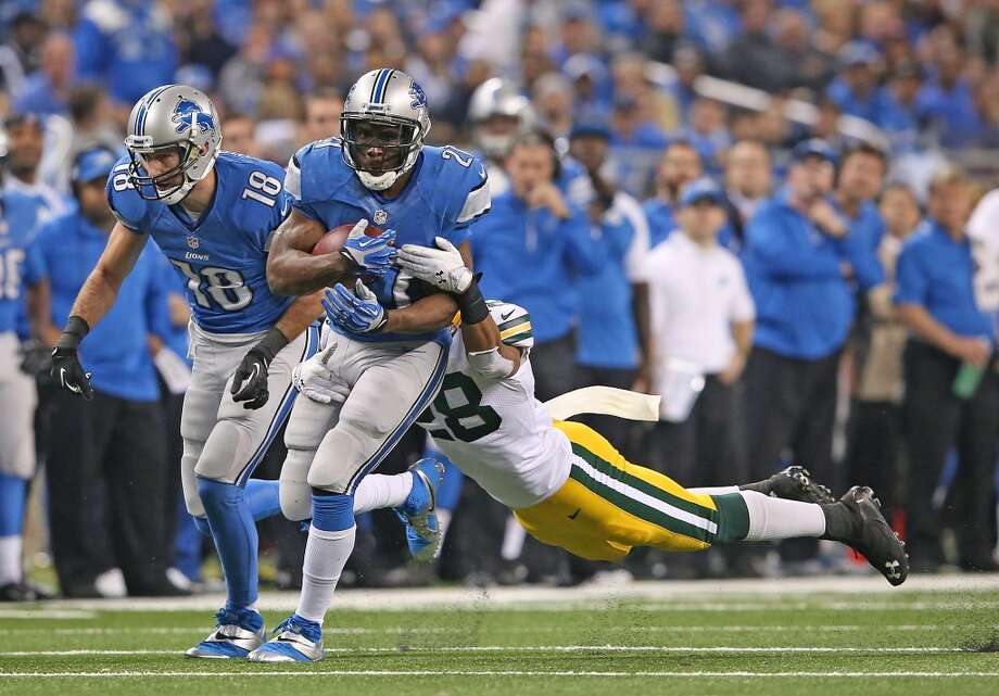 Reggie Bush #21 of the Lions runs for a first down. Photo: Leon Halip, Getty Images