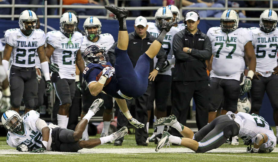 Tight end Jeremiah Moeller, making an acrobatic catch against Tulane, has been with UTSA since the program began. Photo: Tom Reel / San Antonio Express-News