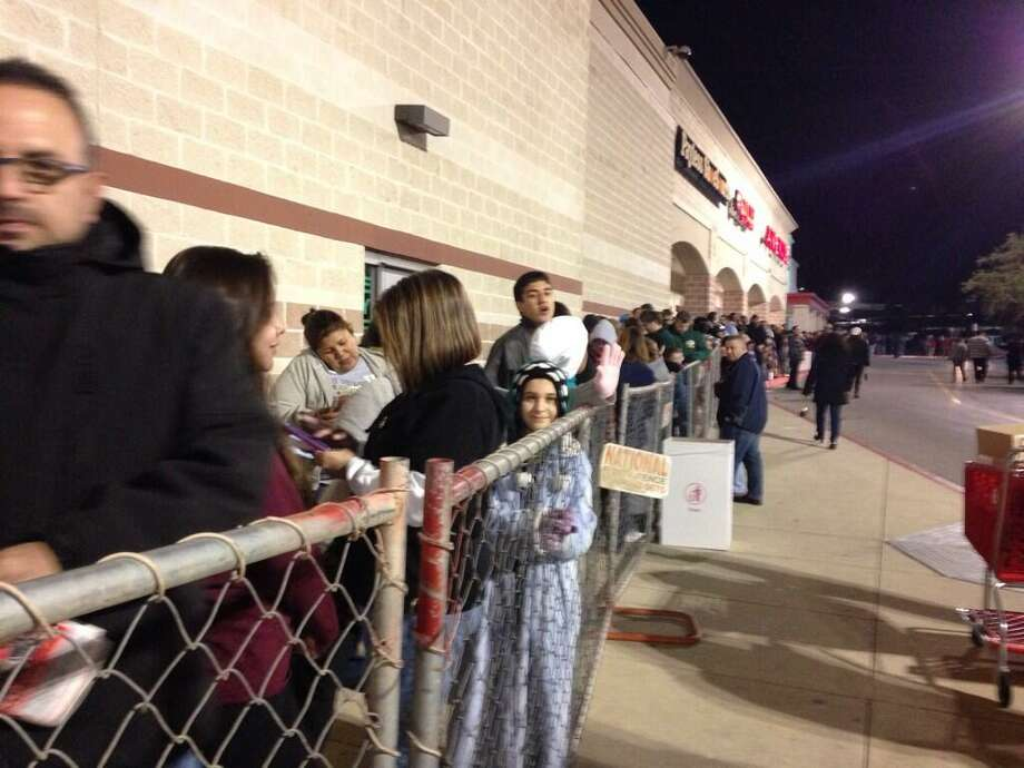 Hundreds of folks wait in line at the Super Target off Bandera Road and Loop 1604 for Gray Thursday shopping to start on Thanksgiving night, Nov. 28, 2013. Photo: Vianna Davila / San Antonio Express-News