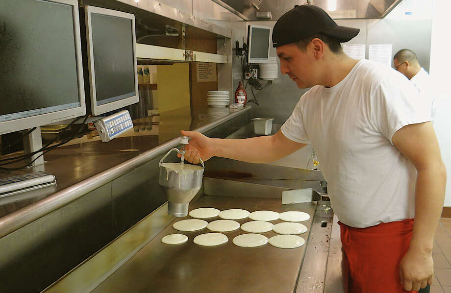 Chip's cook Manuel Hernandez prepares pancakes Thursday for breakfast benefiting Operation Hope. Photo: Mike Lauterborn / Fairfield Citizen contributed