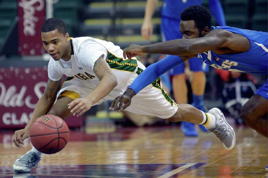 Siena guard Marquis Wright, left, and Memphis guard Damien Wilson dive after a loose ball during the first half of an NCAA college basketball game in Kissimmee, Fla., Thursday, Nov. 28, 2013. (AP Photo/Phelan M. Ebenhack) ORG XMIT: FLPE206 Photo: Phelan M. Ebenhack, AP / FR121174 AP