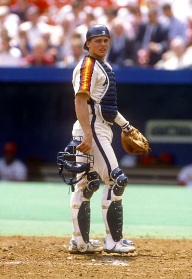 Craig Biggio of the Houston Astros catches during an MLB game versus the Pittsburgh Pirates at Three Rivers Stadium in Pittsburgh, Pennsylvania.  Biggio played for the Astros from 1988-2007.  (Photo by Ron Vesely/MLB Photos via Getty Images) Photo: Ron Vesely, Getty Images / 1989 Ron Vesely
