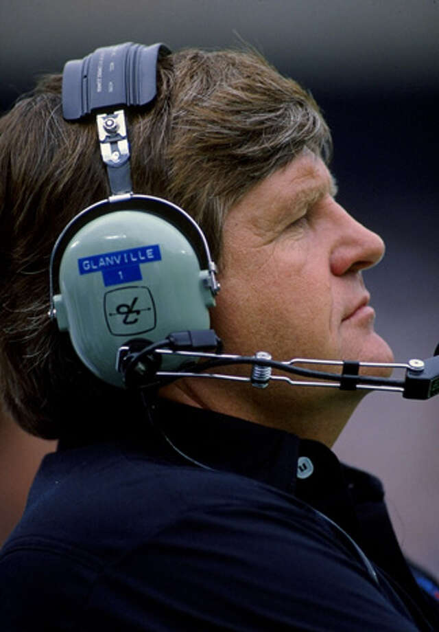 Head coach Jerry Glanville of the Houston Oilers in action during a game against the New York Jets, Sept. 3, 1988.  The Jets won the game, 45-3.  Photo: Rick Stewart, Getty Images / Getty Images North America