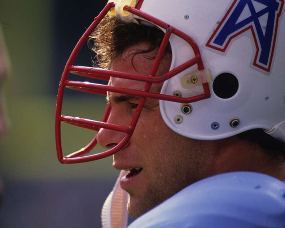Defensive lineman Ray Childress #79 of the Houston Oilers looks on from the sideline during a game against the Cleveland Browns at Municipal Stadium on October 29, 1989 in Cleveland, Ohio. The Browns defeated the Oilers 28-17. (Photo by George Gojkovich/Getty Images) Photo: George Gojkovich, Getty Images / 1989 George Gojkovich