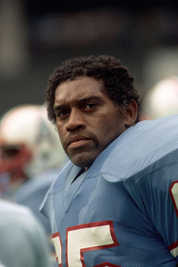 Defensive lineman Elvin Bethea #65 of the Houston Oilers looks on from the sideline during a game against the the Cincinnati Bengals at Riverfront Stadium on September 12, 1982 in Cincinnati, Ohio.  (Photo by George Gojkovich/Getty Images) Photo: George Gojkovich, Getty Images / 1982 George Gojkovich
