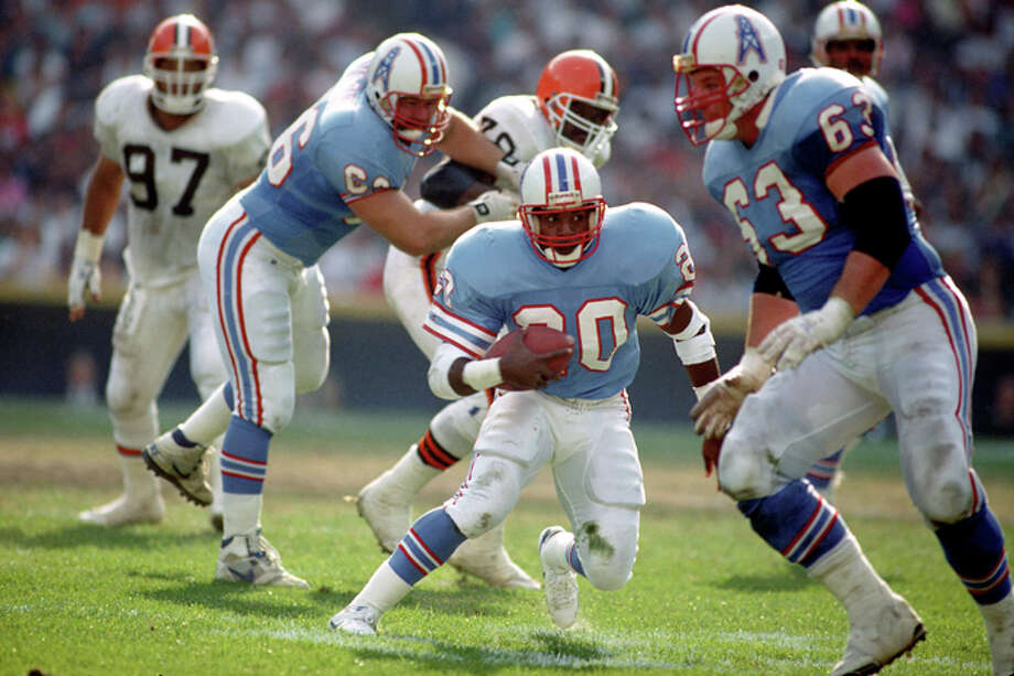 Running back Allen Pinkett #20 of the Houston Oilers runs with the football as offensive linemen George Yarno #66 and Mike Munchak #63 block during a game against the Cleveland Browns at Municipal Stadium on October 29, 1989 in Cleveland, Ohio.  The Browns defeated the Oilers 28-17.  (Photo by George Gojkovich/Getty Images) Photo: George Gojkovich, Getty Images / 1989 George Gojkovich