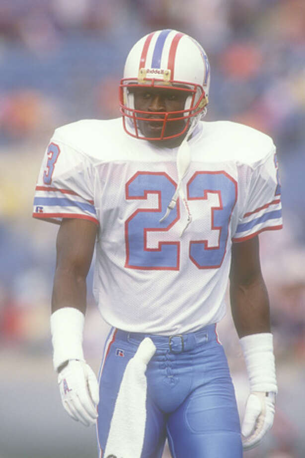 Richard Johnson #23 of the Houston Oilers looks on before a football game against the Houston Oilers on October 15, 1989 at Soldier Field in Chicago, Illinois.  The Oilers won 33-28.  (Photo by Mitchell Layton/Getty Images) Photo: Mitchell Layton, Getty Images / 1989 Mitchell Layton