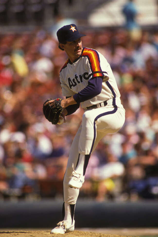 Danny Darwin #44 of the Houston Astros pitches during a baseball game against the Philadelphia Phillies on August 1, 1989 at Veterans Stadium in Philadelphia, Pennsylvania.  (Photo by Mitchell Layton/Getty Images) Photo: Mitchell Layton, Getty Images / 2008 Mitchell Layton