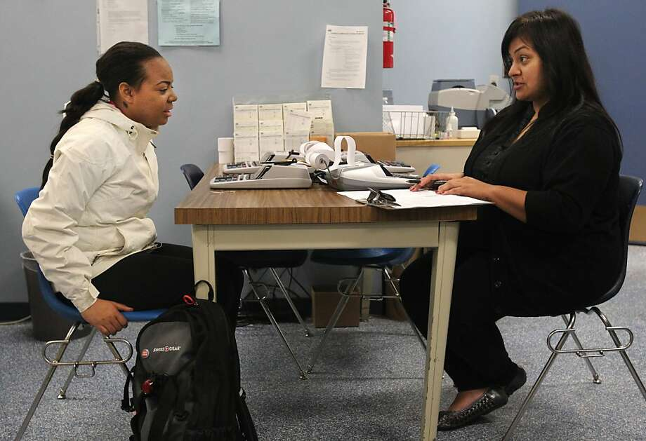 Felicia Tucker (left) gets instructions for her driver's license test from Lety Moreno at the Department of Motor Vehicles. Photo: Leah Millis, The Chronicle