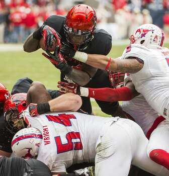UH running back Kent Brooks scores a touchdown against SMU. Photo: Smiley N. Pool, Houston Chronicle
