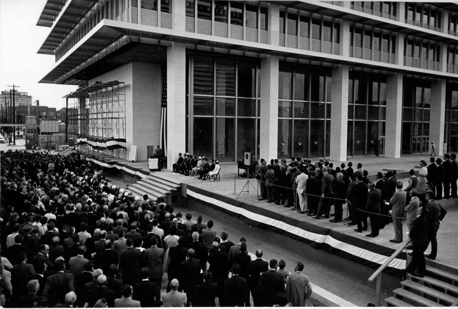 800 Bell in its glory days: On August 24, 1962, dignitaries gathered for the opening of the Humble Oil building, the tallest skyscraper west of the Mississippi. Photo: Jim Morgan, HC Staff / Houston Chronicle
