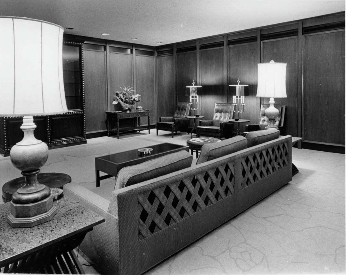 Near the top of the Humble skyscraper was the ultra-swank Petroleum Club.