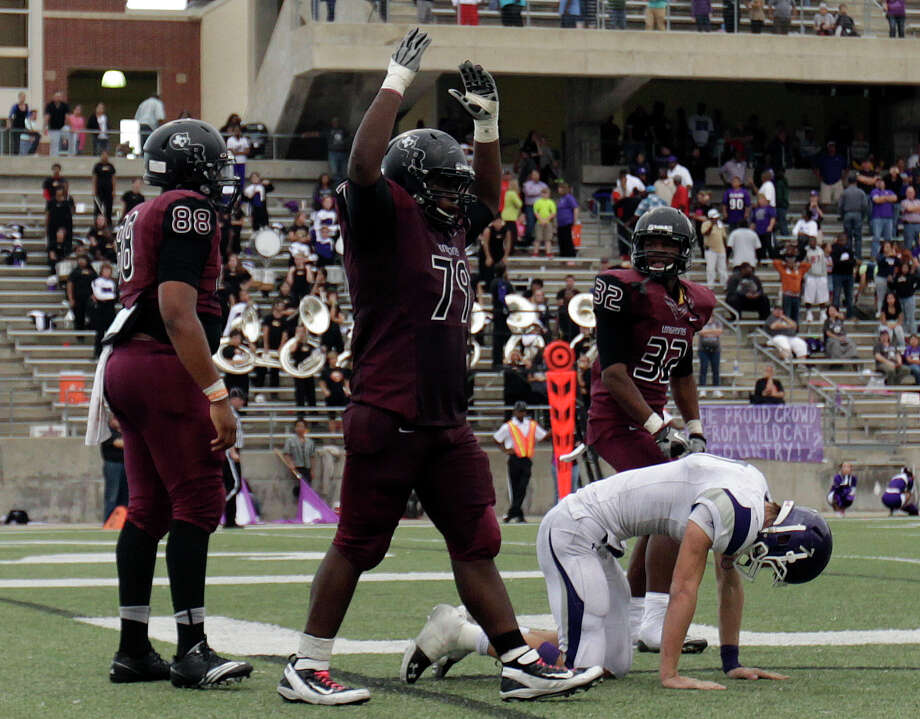 George Ranch's LaDontia Jones, center, celebrates his sack of Elgin quarterback Kyle Snell, right, in the end zone for a safety during the second half of a high school football playoff game, Saturday, November 30, 2013, at the Berry Center in Cypress. Photo: Eric Christian Smith, For The Chronicle