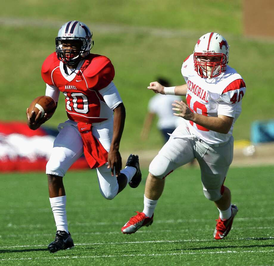 Manvel's D'Eriq King (10) runs with the ball as he pursued by Memorial's John Tucker (40) during a high school playoff football game Saturday, Nov. 30, 2013 at Mercer Stadium in Sugar Land, Texas. (Bob Levey/Special To Chronicle) Photo: Bob Levey, Special To The Chronicle / ©2013 Bob Levey