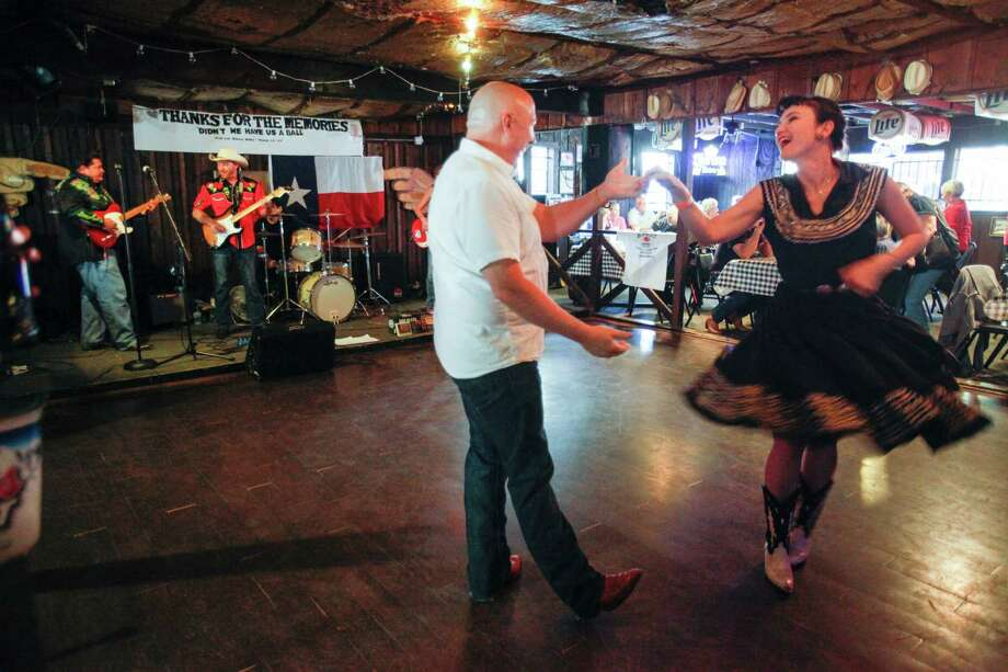 Mike Turner, left, and Dana Blue dance as Blanco's celebrates it's last night of business after being open since 1982, Nov. 30, 2013 in Houston. Photo: Eric Kayne, For The Chronicle / Eric Kayne