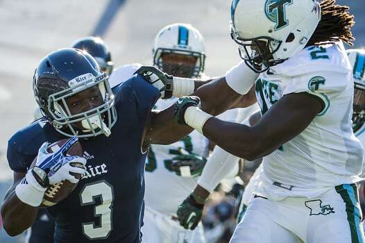 Rice running back Jawon Davis gets past Tulane safety Darion Monroe as he scores on a 16-yard touchdown run in the second quarter. Photo: Smiley N. Pool, Houston Chronicle