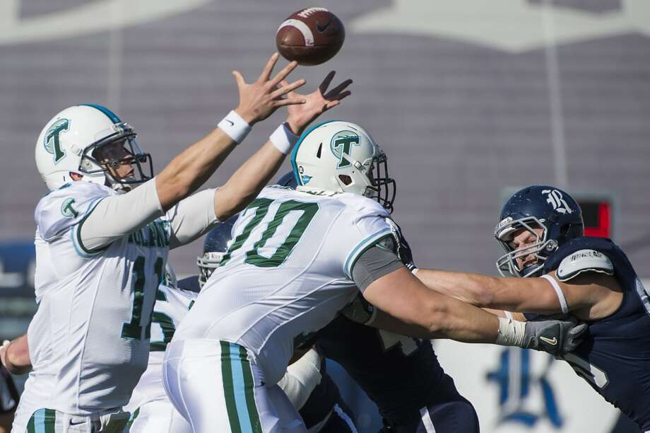 Tulane quarterback Nick Montana reaches for a high snap during the first quarter against Rice. Photo: Smiley N. Pool, Houston Chronicle