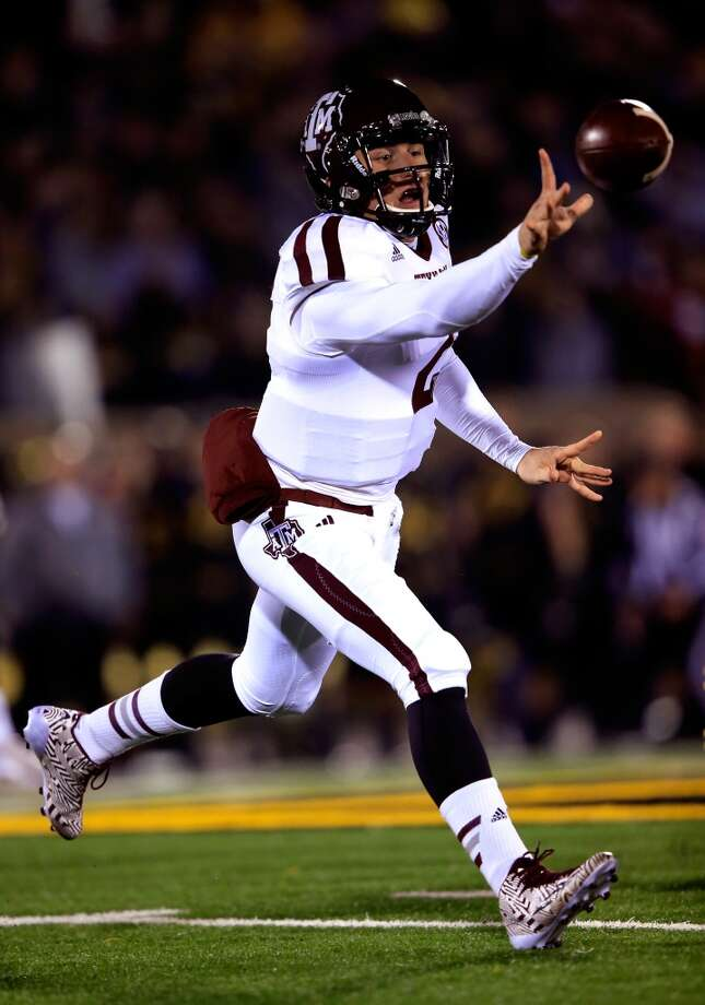 Quarterback Johnny Manziel #2 of the Aggies passes. Photo: Jamie Squire, Getty Images