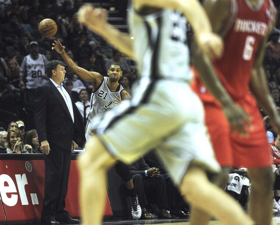 Tim Duncan of the San Antonio Spurs inbounds the basketball as Houston Rockets coach Kevin McHale stands by him during late first-half NBA action at the AT&T Center on Saturday, Nov. 30, 2013. Photo: Billy Calzada, San Antonio Express-News