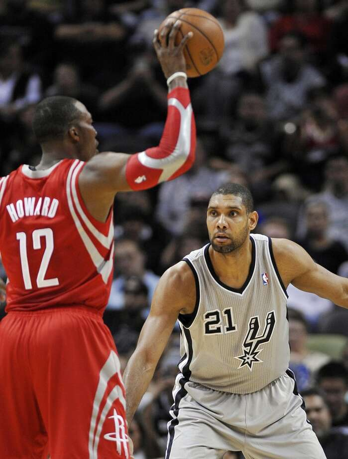 San Antonio Spurs power forward Tim Duncan (21) defends Houston Rockets center Dwight Howard during the first half of an NBA basketball game Saturday, Nov. 30, 2013, in San Antonio. Photo: Darren Abate, Associated Press