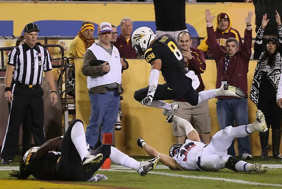 D.J. Foster scores on a 14-yard run in the second quarter to put the Sun Devils up 20-0 in the 87th Territorial Cup game. Photo: Christian Petersen, Getty Images