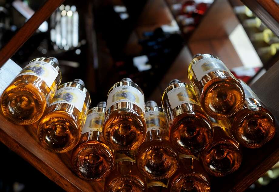 D'Vine Wine Winery offers a laid back atmosphere where friends can gather for a drink and conversation. Guiseppe Barranco/The Enterprise Photo: Guiseppe Barranco/The Enterprise