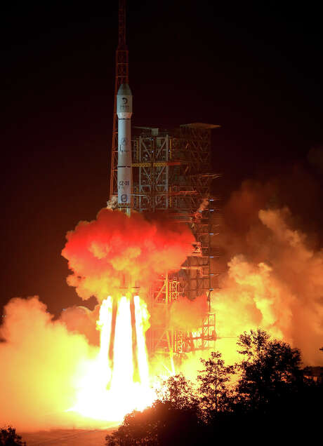 The Long March 3B rocket carrying the Chang'e-3 lunar probe blasts off from the launch pad Monday at Xichang Satellite Launch Center in southwest China. Photo: Li Gang, SUB / Xinhua