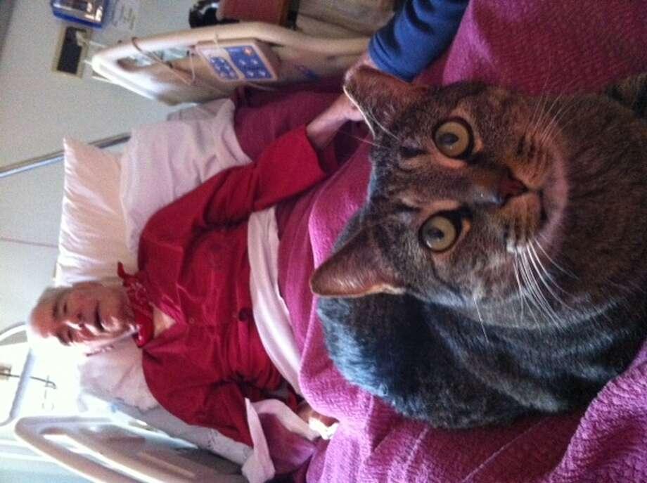 Miley visiting  veteran at the VA hospital, Fort Miley. The Chronicle/Sam Whiting