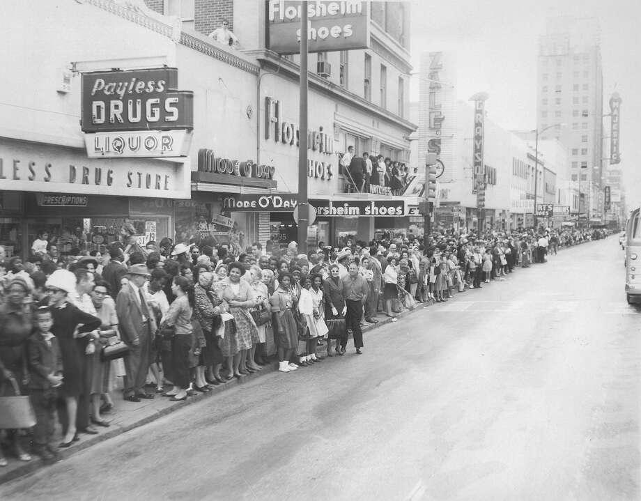 Crowds line Houston Street in San Antonio waiting to see President John F. Kennedy's motorcade on Nov. 21, 1963. Photo: San Antonio Express-News File Photo