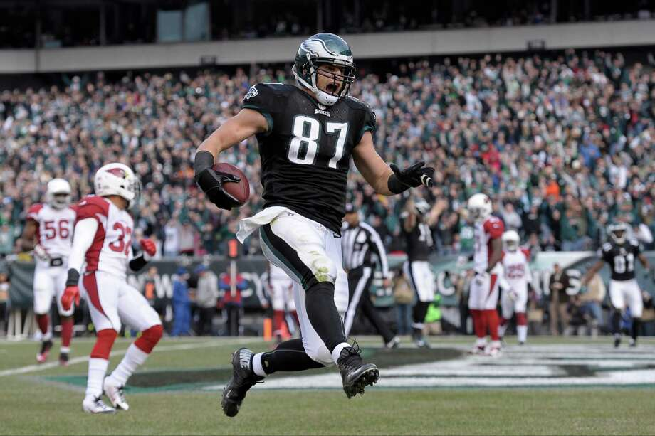 Philadelphia Eagles' Brent Celek celebrates after scoring a touchdown during the first half of an NFL football game against the Arizona Cardinals Sunday, Dec. 1, 2013, in Philadelphia. (AP Photo/Michael Perez) ORG XMIT: PXE112 Photo: Michael Perez / FR168006 AP
