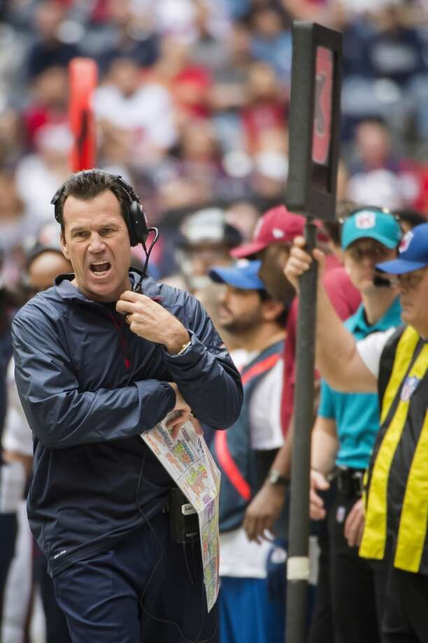 Texans head coach Gary Kubiak yells to his team after a failed attempt on a third down play during the first half. Photo: Smiley N. Pool, Houston Chronicle