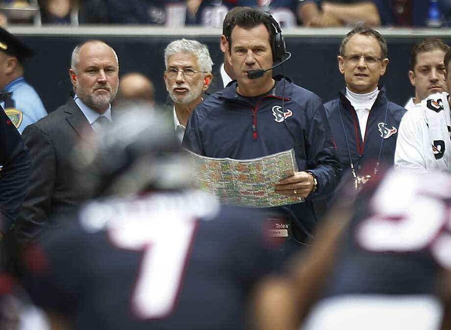 Texans head coach Gary Kubiak watches quarterback Case Keenum run a play against the Patriots.  Kubiak returned to the sidelines Sunday, after suffering a mini stroke. Photo: Brett Coomer, Houston Chronicle