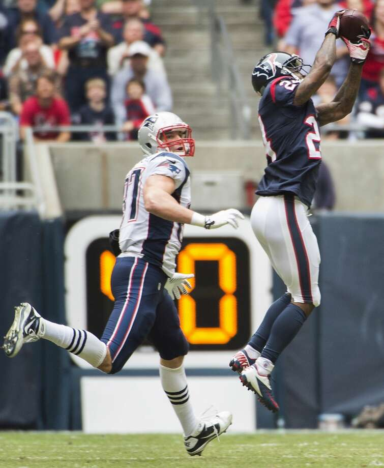 Texans cornerback Johnathan Joseph (24) intercepts a pass intended for Patriots tight end Rob Gronkowski (87). Photo: Smiley N. Pool, Houston Chronicle