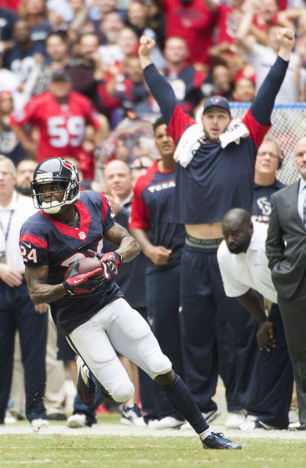 Texans cornerback Johnathan Joseph returns an intercepted pass during the first half. Photo: Smiley N. Pool, Houston Chronicle