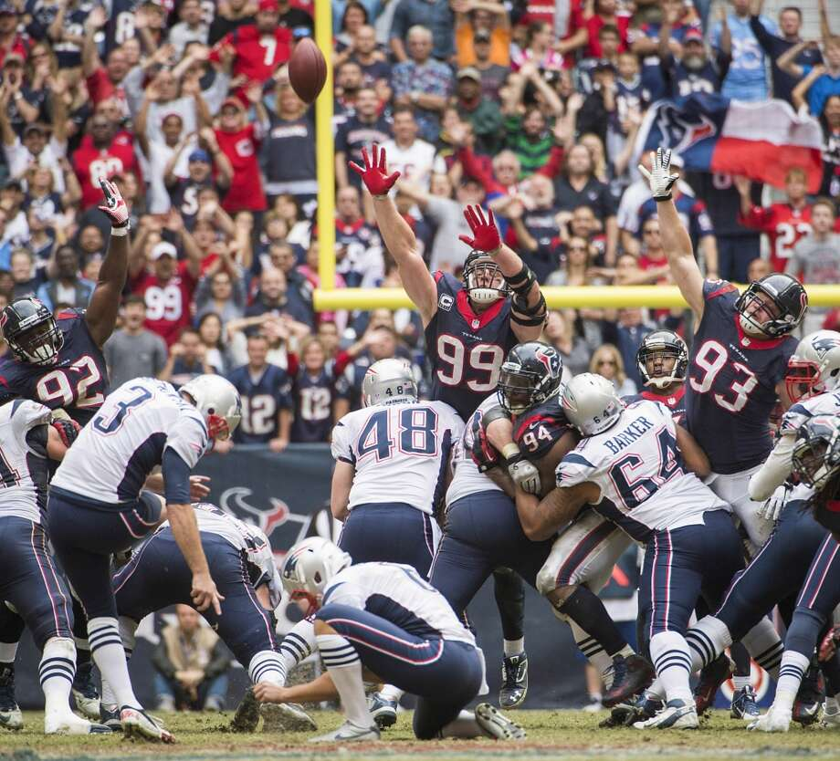 Patriots kicker Stephen Gostkowski (3) kicks a 53-yard field goal with 3:32 left to play to give the Patriots a 34-31 victory over the Texans. Photo: Smiley N. Pool, Houston Chronicle