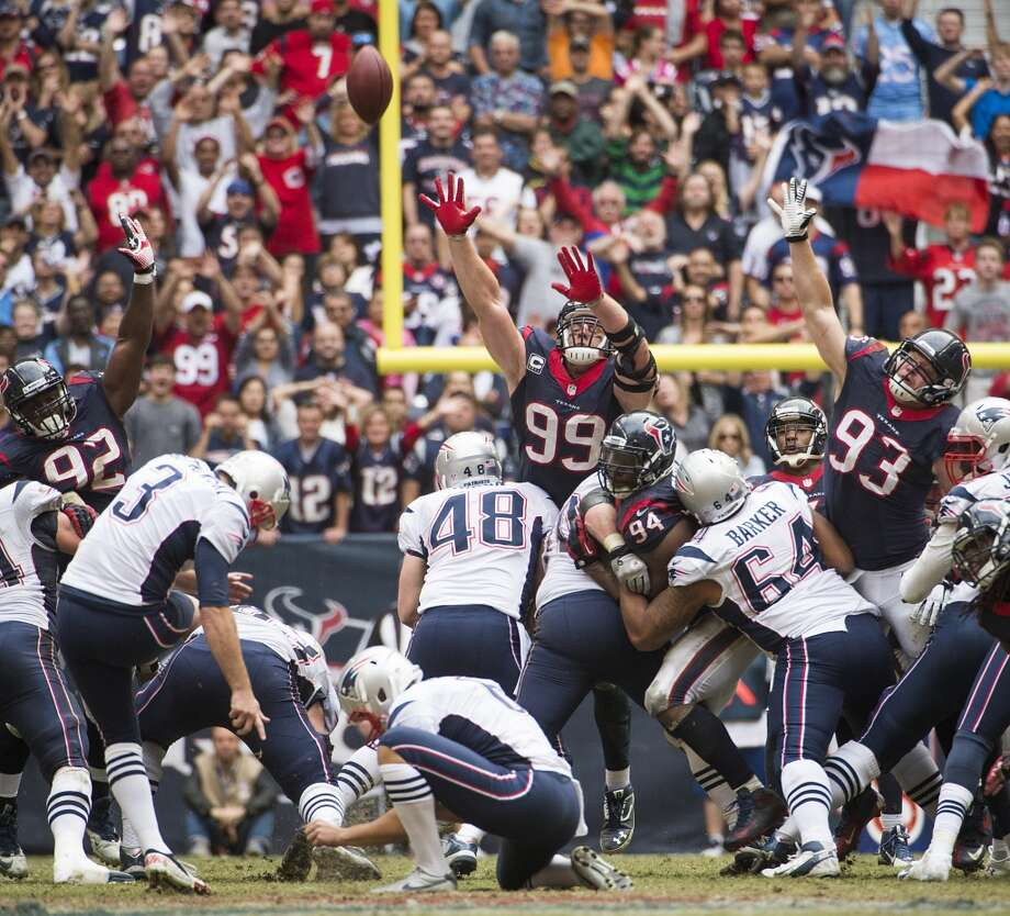 Patriots kicker Stephen Gostkowski (3) kicks a 53-yard field goal with 3:32 left to play to give the Patriots the victory. Photo: Smiley N. Pool, Houston Chronicle