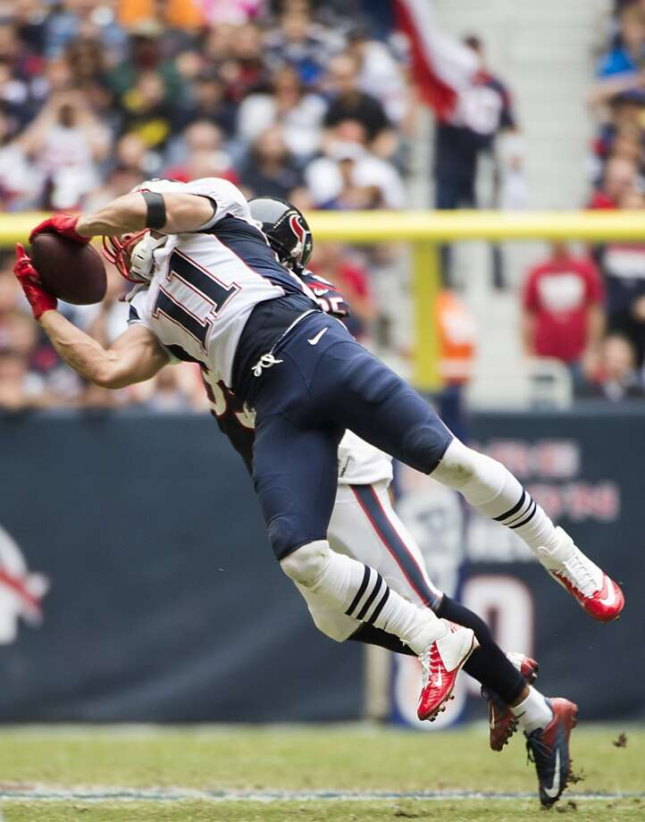 Patriots wide receiver Julian Edelman (11) makes a catch as Texans safety Eddie Pleasant (35) defends. Photo: Smiley N. Pool, Houston Chronicle