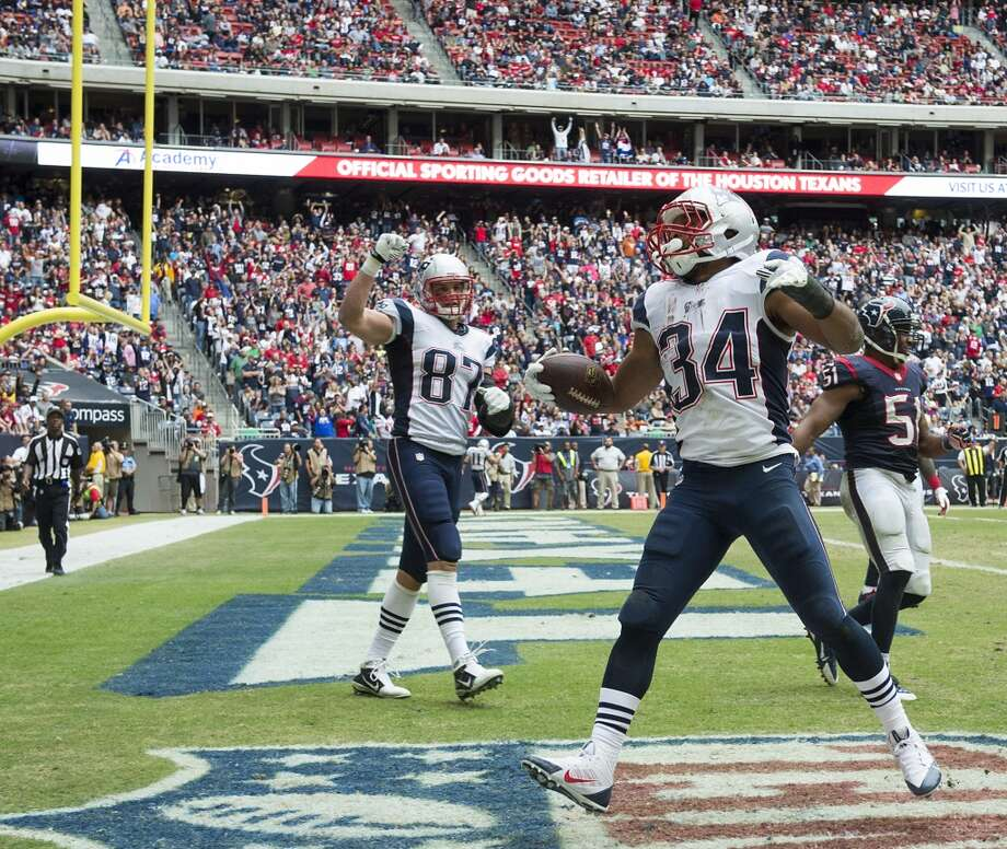 Patriots running back Shane Vereen (34) celebrates after scoring on a 9-yard touchdown. Photo: Smiley N. Pool, Houston Chronicle