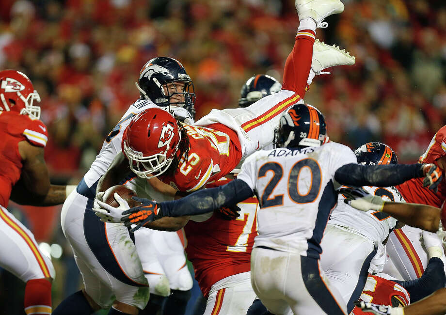 Kansas City Chiefs running back Jamaal Charles (25) dives to the end zone for a touchdown during the second half of an NFL football game against the Denver Broncos, Sunday, Dec. 1, 2013, in Kansas City, Mo. Photo: Ed Zurga, ASSOCIATED PRESS / AP2013