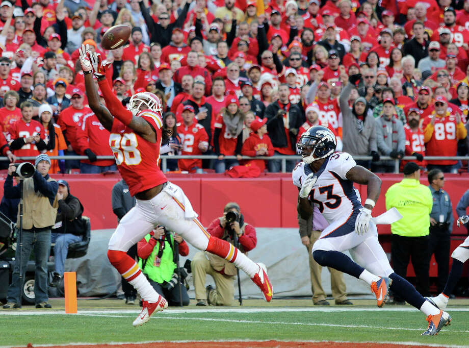 Kansas City Chiefs wide receiver Junior Hemingway (88) makes a touchdown reception against Denver Broncos strong safety Duke Ihenacho (33) during the first half of an NFL football game, Sunday, Dec. 1, 2013, in Kansas City, Mo. Photo: Ed Zurga, ASSOCIATED PRESS / AP2013