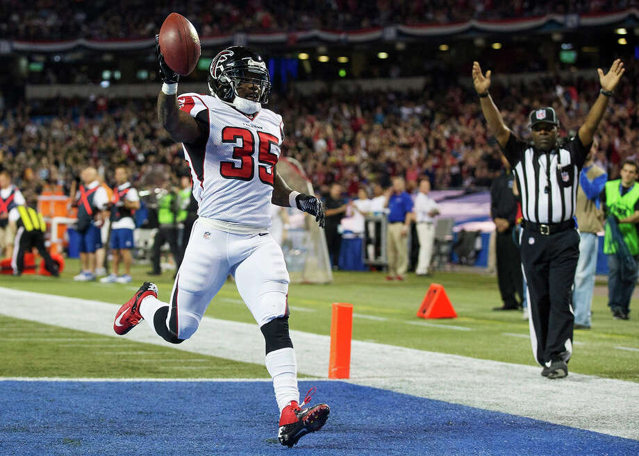 Atlanta Falcons Antone Smith celebrates his touchdown against the Buffalo Bills during the first half of NFL action in Toronto, Sunday Dec. 1, 2013. Photo: Mark Blinch, AP / CP