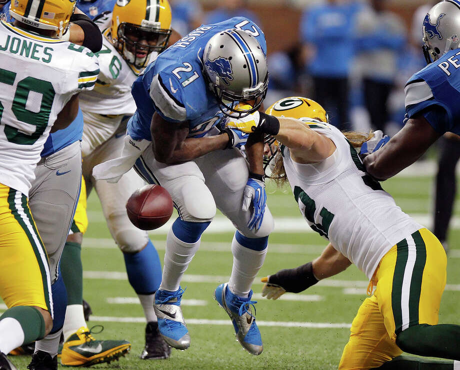 Detroit Lions running back Reggie Bush (21) fumbles during the first quarter of an NFL football game against the Green Bay Packers at Ford Field in Detroit, Thursday, Nov. 28, 2013. Photo: Duane Burleson, ASSOCIATED PRESS / AP2013